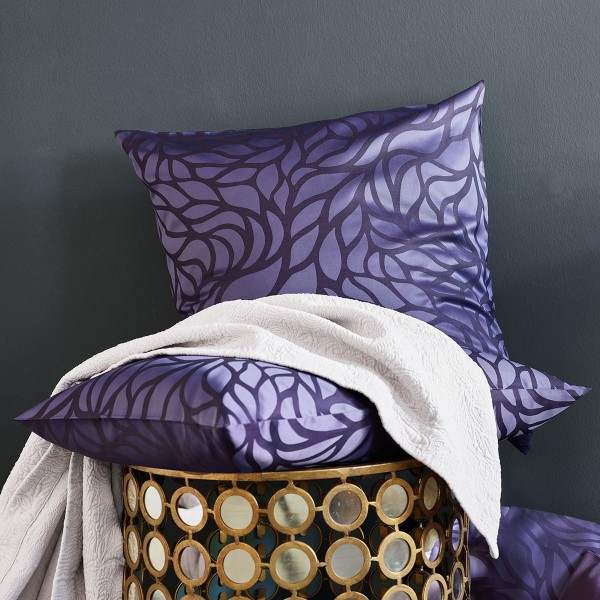 Rami Viola Jacquard Deluxe bed linen from Schlossberg